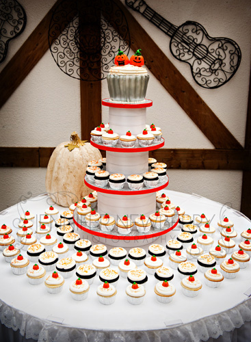 Newmarket pumpkin themed wedding cupcakes by www.jnphotography.ca @filemanager