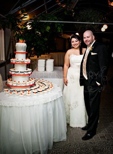 Newmarket bride and groom with pumpkin themed wedding cupcakes by www.jnphotography.ca @filemanager